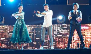Bùi Tiến Dũng gây phấn khích khi nhảy 'vũ điệu cồng chiêng'