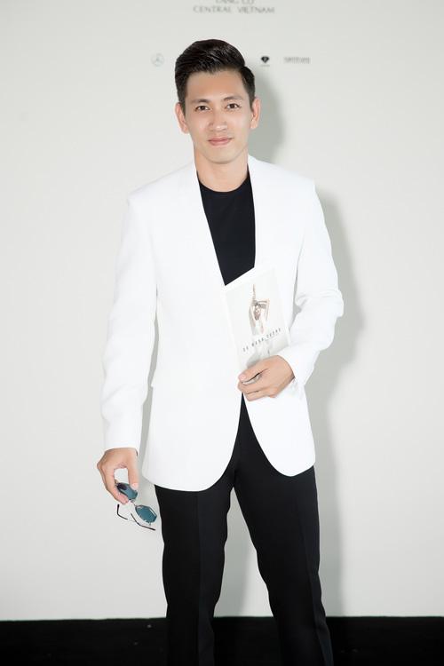 Đỗ An đến ủng hộ nhà thiết kế thân thiết cùng người mẫu Lê Thúy.