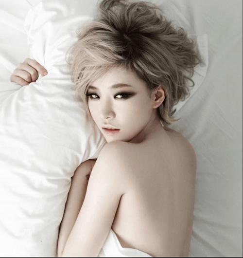 Hội gái ngoan  gái hư Hàn Quốc đọ dáng khi chụp ảnh ngực trần khiêu khích - 5