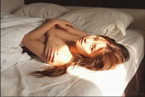 Hội gái ngoan  gái hư Hàn Quốc đọ dáng khi chụp ảnh ngực trần khiêu khích - 3