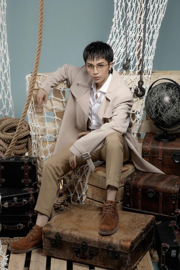 """<p> Gil Lê được NTK Chung Thanh Phong """"chọn mặt gửi vàng"""" thể hiện các mẫu mốt đậm chất menswear.</p>"""