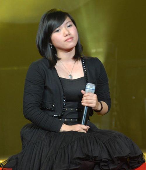 Không định hướng theo đuổi con đường ca sĩ chuyên nghiệp nên Thùy Chi luôn giữ vẻ ngoài bình dị như bao cô sinh viên khác. Cô có vóc dáng khá mũm mĩm, hầu như không biết son phấn hay làm đẹp.