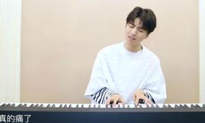 Vương Tuấn Khải (TFBOYS) đàn piano, khoe giọng ngọt ngào