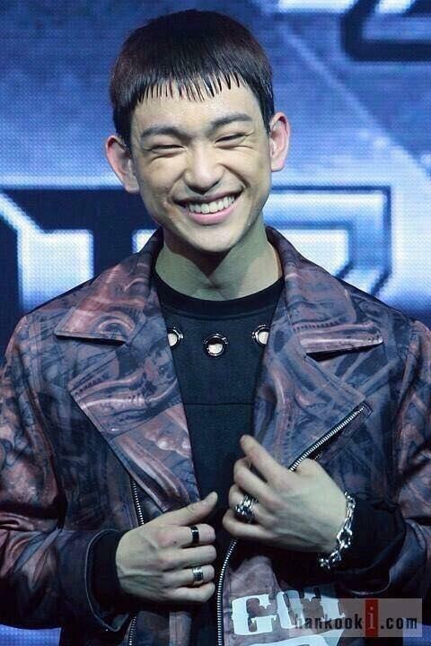 Fan GOT7 đã đòi JYP đổi stylist cho bằng được sau khi chứng kiến kiểu tóc mái lược này của Jin Young.
