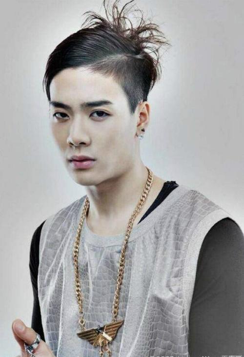 Jackson (GOT7) có kiểu đầu được cho là kết quả của một cuộc... cãi vã với stylist.