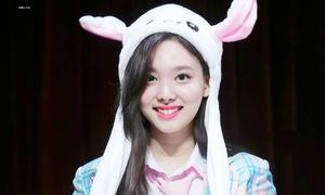 Sự thật về Na Yeon - idol bị 'ném đá' nhân cách từ khi chưa debut