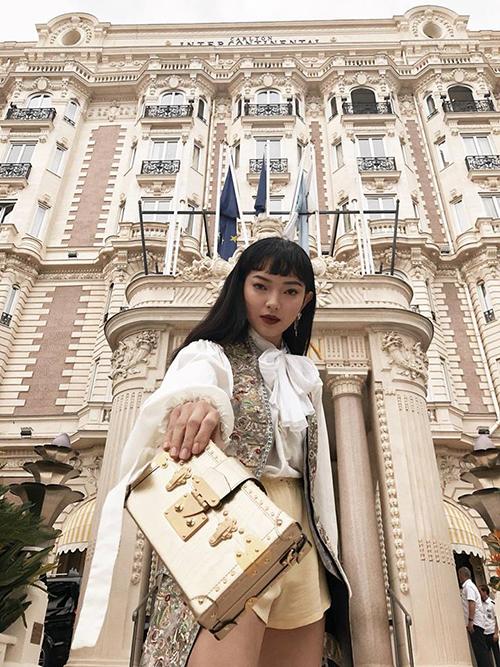 Châu Bùi lên đồ theo phong cách quý tộc khi là khách mời duy nhất của Việt Nam được sang Cannes dự tiệc của Louis Vuitton.