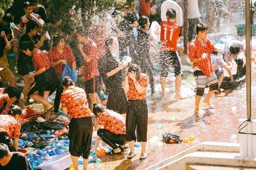 Teen Kon Tum hết mình với đại chiến bóng nước - 6