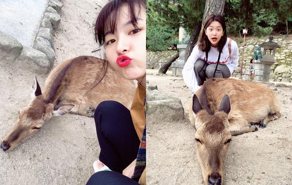 Seul Gi chu môi đáng yêu trong khi Yeri không ngại làm mặt há hốc hài hước khi chụp hình với chú nai.