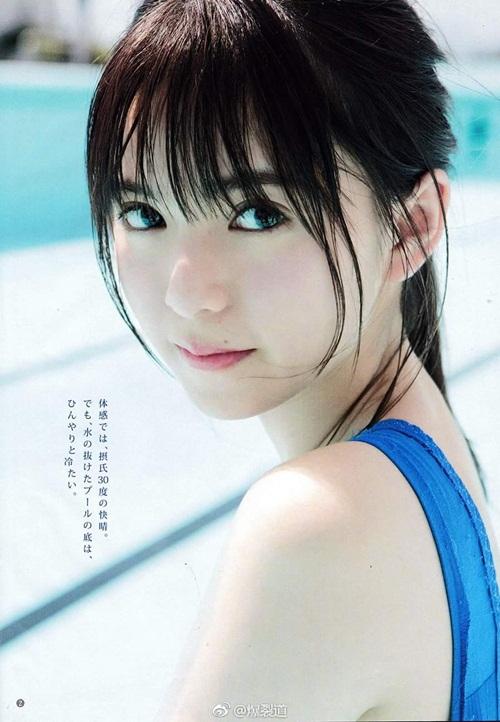 Saito Asuka có vẻ đẹp trong trẻo, thu hút ánh nhìn.