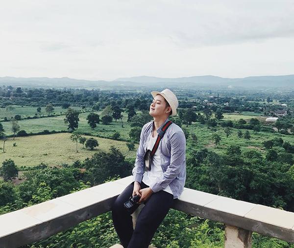 Thanh Duy đón buổi sáng yên bình giữa khung cảnh hoang vu của một tỉnh ởThái Lan.
