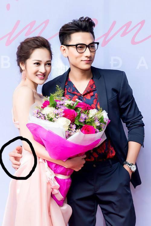 Bàn tay lịch lãm của Isaac khi pose hình cùng người đẹp khác giới - 6