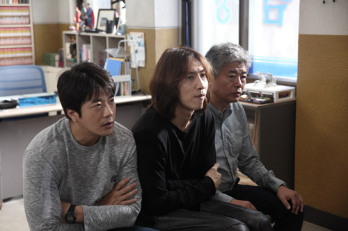 Bộ 3 phá án khiến khán giả cảm thấy mệt mỏi trong phim vì quá vô tích sự.
