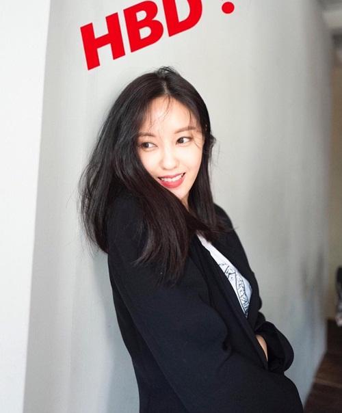 30/5 cũng là sinh nhật của Hyo Min. Thành viên T-ara đăng ảnh cười tươi rói và gửi lời chúc cho chính mình.