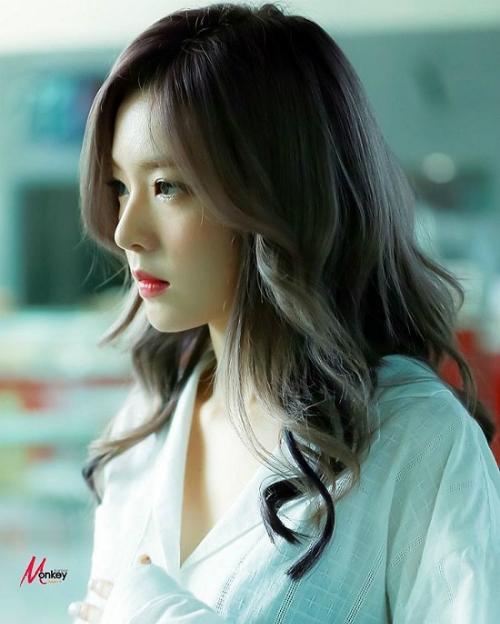 Một trong những bộ phận cơ thể giúp Irene trở nên xinh đẹp hết phần thiên hạ chính là chiếc mũi được gọi là mũi búp bê của cô nàng. Chiếc mũi của Irene cao vừa đủ, thêm gần nhỏ gọn, thanh tú tạo nên một chiếc mũi đẹp chuẩn Hàn Quốc.