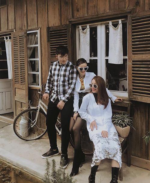 Ba chị em nhà Yến Trang đều có phong cách ăn mặc chất lừ, thường xuyên rủ nhau đi du lịch.