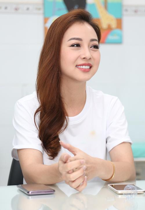 Jennifer Phạm: Hạnh phúc vì có chồng tâm lý, yêu thương con riêng - 4
