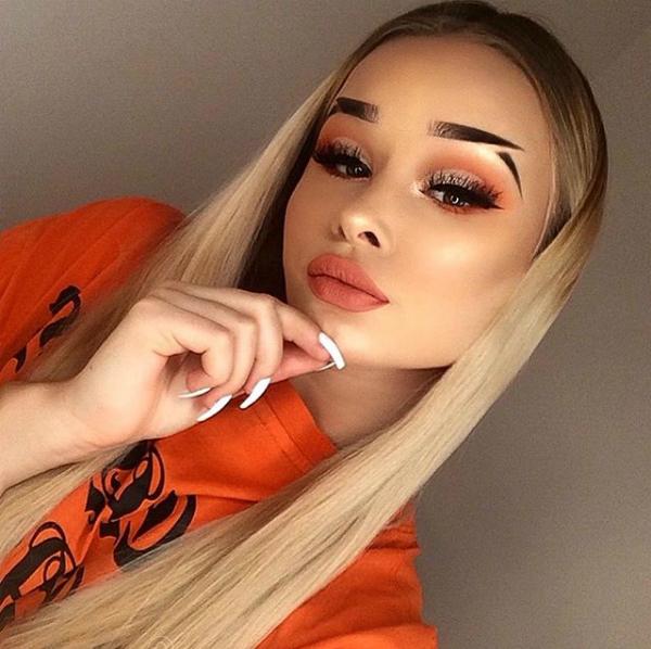 Lông mày hất sắc sảo thành hình đuôi cá cũng được nhiều cô gái yêu thích, thậm chí còn trở thành một thử thách hàng nghìn người hưởng ứng trên Instagram.