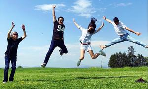 Cặp 'Chị đẹp' vui chơi ở Nhật như đôi tình nhân
