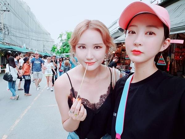 Hye Rin và LE (EXID) kết đôi du hí Thái Lan với hai phong cách khác hẳn nhau.