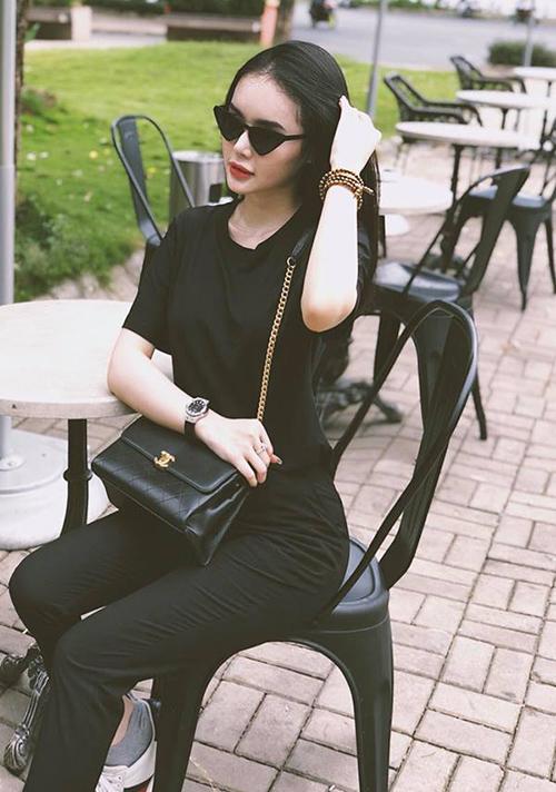 Thời trang dạo phố của cô nàng không thiếu những món đồ đắt đỏ từ Chanel, Gucci...