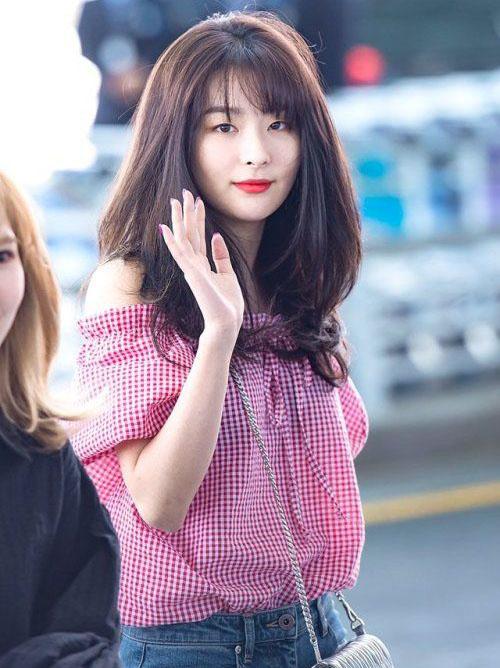 Seul Gi là idol sở hữu lượng fangirl đông đảo bậc nhất Kpop. Cô nàng theo hình tượng girlcrush, luôn sang chảnh trên sân khấu và sở hữu gu thời trang ấn tượng. Thành viên Red Velvet đứng đầu bảng xếp hạng.