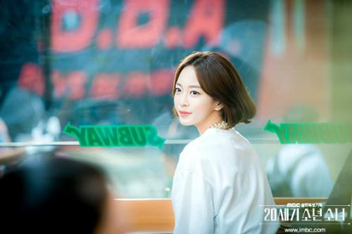 Vẻ đẹp sắc sảo của Han Ye Seul.