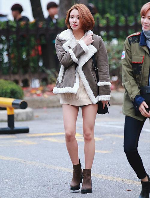 Năm 2015, Chae Young sở hữu đôi chân mỏng manh, phần đùi cũng bé xíu.