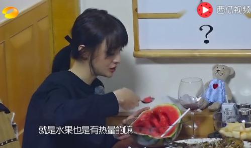 Trịnh Sảng ăn dưa hấu, hoa quả thay cơm.
