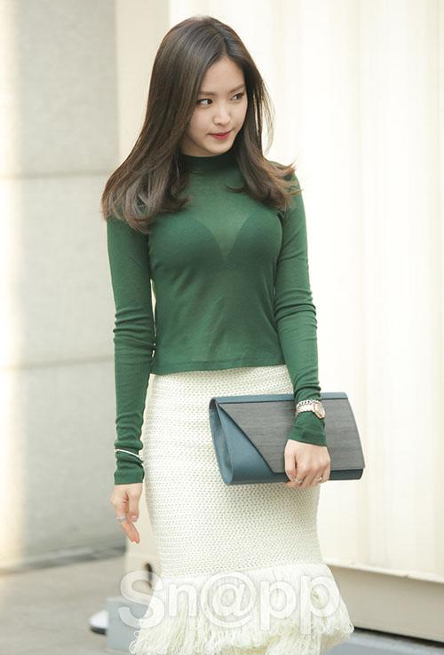 Ngoài danh hiệu nữ thần quần legging, Na Eun cũng thườnggóp mặt ở các sự kiện thời trang đình đám. Cô nàng khoe lợi thế hình thể gợi cảm trongmẫu trang phục hàng hiệu.