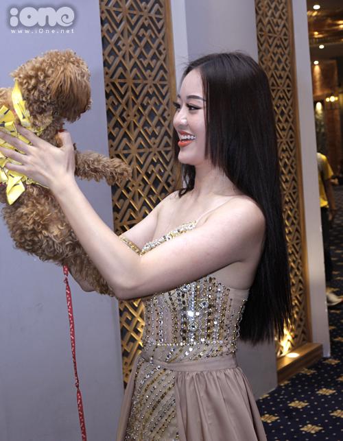 Người đẹp thị phi của HH Hoàn vũ bế cún chơi trội ở casting The Face - 1