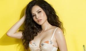 Diệu Linh 'thiêu đốt' ngày hè với bikini nóng bỏng