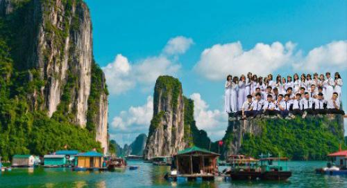 Vịnh Hạ Long, Quảng Ninh, Việt Nam cũng là một địa điểm cả lớp muốn cùng nhau tới chụp ảnh.