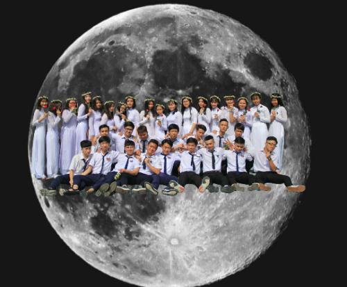 Thậm chí, những học sinh này còn ghép hình mình trên tận cung trăng hay cười cá voi khiến người xem thích thú.