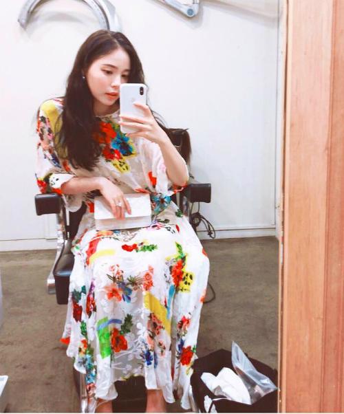 Min Hyo Rin chia sẻ ảnh chiếc váy hoa trên Instagram cách đây một tuần.
