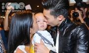 Quốc Cơ - Quốc Nghiệp bật khóc, ôm hôn vợ con khi về Việt Nam