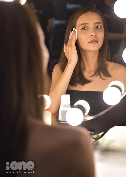 Mục đích của thử thách này là nhằm giúp các HLV nhìn rõ đường nét trên gương mặt của các thí sinh, giúp họ rèn luyện sự tự tin.