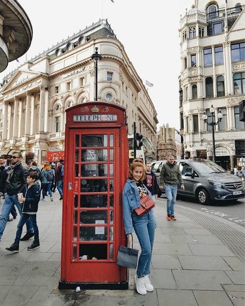 Cô nàng cũng check in tại London, Anh trong một chuyến đi khác.
