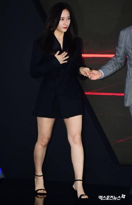 Nhiều ý kiến chê bai Krystal xuống sắc vì tăng cân.