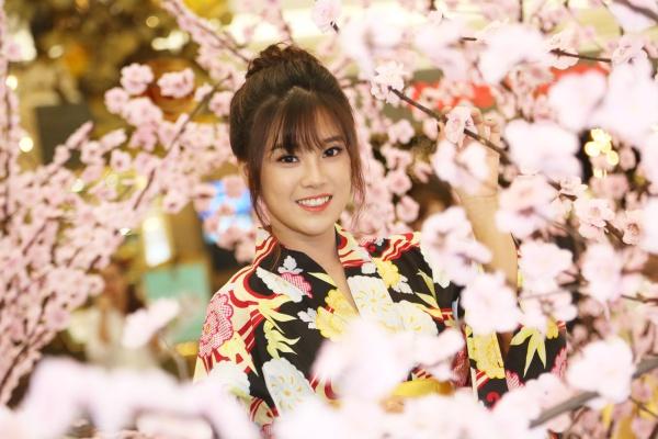 Từng được đến thăm thú xứ sở mặt trời mọc, Hoàng Yến Chibi cho biết rất ấn tượng và yêu mến đất nước này. Cô ngưỡng mộ sự cần cù, tỉ mi, chỉn chu trong từng việc làm, hành động của người dân Nhật Bản.