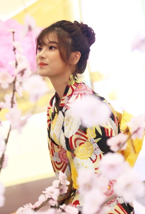 Bước ra từ cuộc thi Học Viện Ngôi Sao, Hoàng Yến Chibi khá năng nổ trong các hoạt động nghệ thuật, vừa ca hát, vừa đóng phim. Dự án thành công gần đây nhất của cô là vai nữ chính trong phim điện ảnh Tháng năm rực rỡ của đạo diễn Nguyễn Quang Dũng.