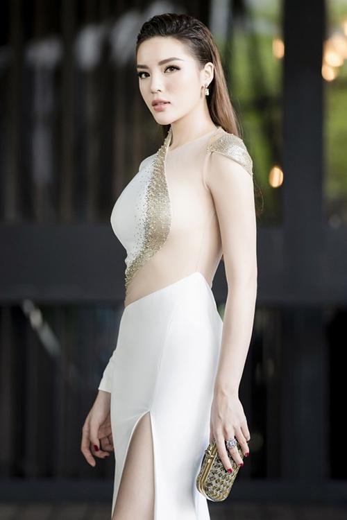 Nhiều fan lo ngại phong cách này sẽ khiến Kỳ Duyên mất đi cá tính ăn mặc vốn có, sexy quá đà giống nhiều người đẹp Việtkhác.