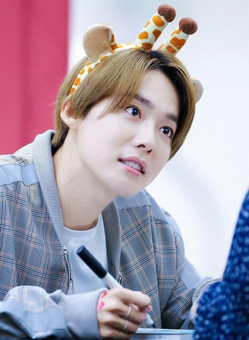 Jin Woo sinh năm 1991, có khuôn mặt trẻ hơn tuổi thật nhiều.