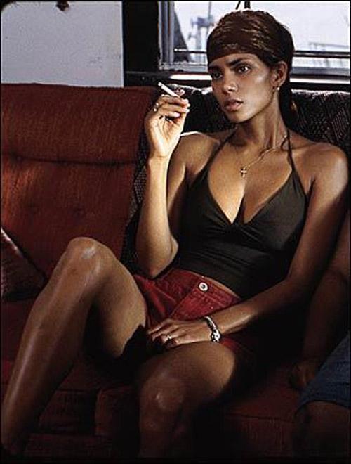 Halle Berry không hề thoải mái với cảnh nóng trong phim.