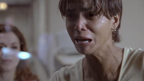 Diễn xuất của nữ chính Halle Berry được đánh giá cao.