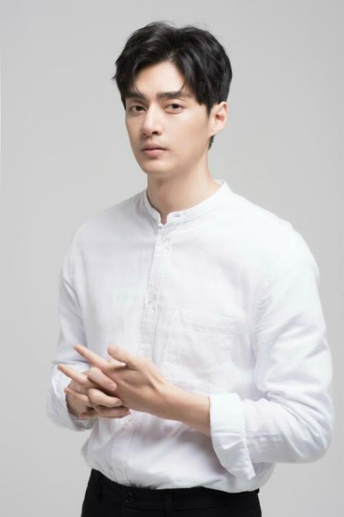Tài tử Kim Joon.