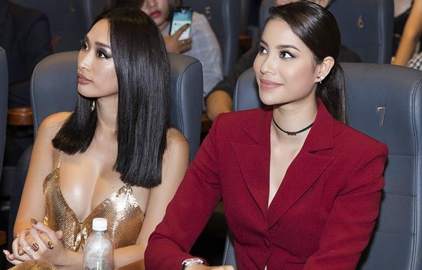Phạm Hương thân thiết bên đàn chị Quỳnh Thy.