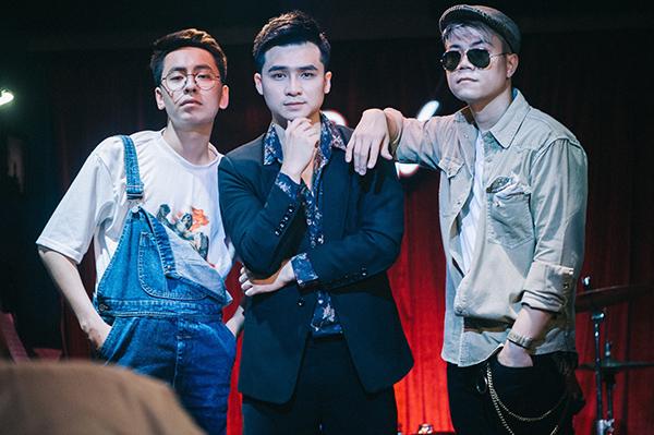 Đến từ một cơ duyên gặp gỡ tình cờ, OSAD cùng hai đàn anh là Hà Anh và Đinh Mạnh Ninh đã cùng hợp sức để sáng tác ca khúc Những Kẻ Dại Khờ.