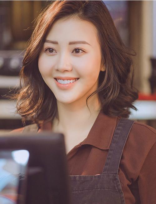 Sau MV của Sơn Tùng, đã lâu hot girl Vũ Ngọc Châm mới tái xuất đóng MV mới.