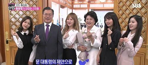 Cô nàng giữ ý kiến riêng dù chụp với Tổng thống Hàn.